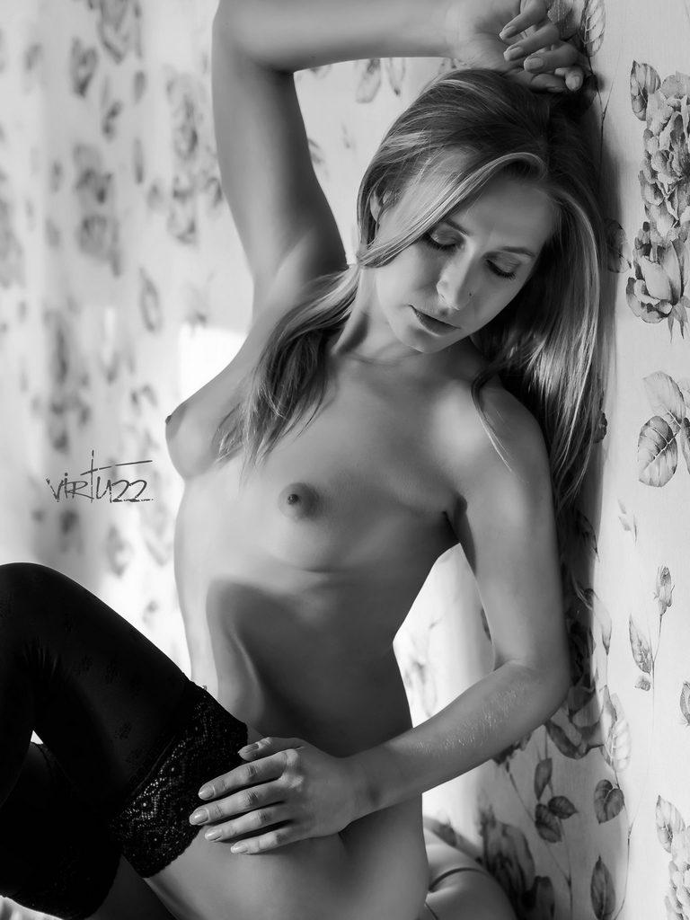 Odważne akty - fotografia czarno - biała